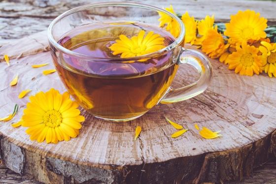 7 beneficii ale consumului de ceai de galbenele